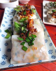 Ravioli or pancakes with rice flour from Vietnamese gastronomy, these ravioli are filled with mushrooms and other vegetables Steam Recipes, Fish Recipes, Asian Recipes, Vietnamese Recipes, Vegan Sandwich Recipes, Vegetarian Recipes, Healthy Recipes, Asian Cooking, Healthy Cooking