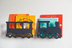 grafitowa półka pociąg na książki i zabawki do pokoju dziecka
