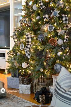 Christmas Tree Decorating Ideas Rustic Plaid #michaelsmakers