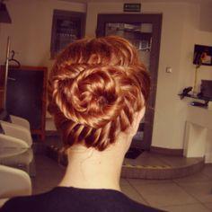 Fryzura sylwestrowa wykonana w salonie stylizacji fryzur Hair Stylist w Krakowie.