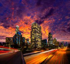 #LosAngeles de noche. Vida intensa en donde todo puede suceder. #Antros, #bares y #restaurantes para disfrutar de lo mejor del oeste norteamericano. http://www.bestday.com.mx/Los-Angeles-area-California/ReservaHoteles/