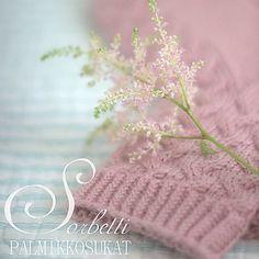Näissä sukissa on helppo ja nopea palmikkoneule, mutta se saa aikaa yllättävän kauniit sukat!