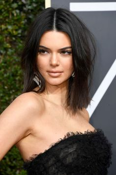 Kendall Jenner has the best attitude about her acne at the Golden Globes Kendall Jenner Acne, Kendall Jenner Haircut, Lob Hairstyle, Work Hairstyles, Celebrity Hairstyles, Medium Hairstyles, Hugh Laurie, Amanda Seyfried, Kristen Stewart
