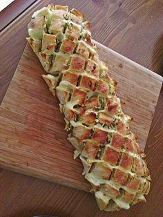 Garlic and cheese ciabatta, a delicious recipe from the vegetarian category. Ratings: Average: Ø Garlic and cheese ciabatta, a delicious recipe from the vegetarian category. Party Finger Foods, Snacks Für Party, Vegetarian Recipes, Snack Recipes, Cooking Recipes, Brunch Recipes, Bread Recipes, Garlic Recipes, Chef Recipes
