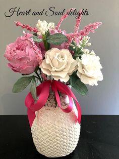 Creative Cakes, Vase, Home Decor, Decoration Home, Room Decor, Flower Vases, Interior Design, Vases, Home Interiors