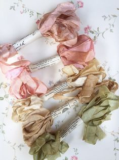 Marie Antoinette pastel ribbon set of Ribbon set of Marie Antoinette colors for scrapbookers and sewers. Needlework and embroidery too - Maggie Farm - French Felt Flowers, Fabric Flowers, Fabric Flower Headbands, Diy Flowers, Little Mercerie, French Colors, Textiles, Scrapbook, Flower Tutorial