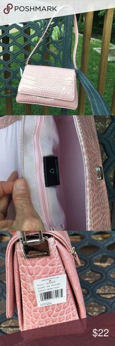 NWT pink shoulder bag. Cute faux pink crocodile purse with silver accents. Liz Claiborne Bags Shoulder Bags