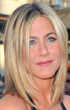 Jennifer Aniston Medium Layered Cut - Medium Layered Cut Lookbook - StyleBistro