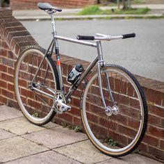Bici Retro, Urban Bike, Fixed Gear Bike, Commuter Bike, Bike Style, Cool Bicycles, Bmx Bikes, Biking, Bicycling