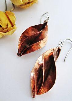 https://www.facebook.com/Asuntos-Imaxinarios-1651538925157580/ Asuntos Imaxinarios . Copper and sterling silver earrings. Foldforming. Brincos. Cobre e prata.