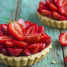 Made with fresh Irish strawberries, these mini strawberry cheesecake tarts are the perfect sweet accompaniment to any Summer BBQ feast. Low Calorie Desserts, Low Calorie Recipes, Healthy Desserts, Sugar Cookies Recipe, Cookie Recipes, Dessert Recipes, Dinner Recipes, Cheesecake Tarts, Strawberry Cheesecake