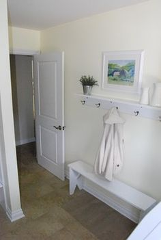Entryway bench for small spaces