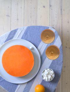 Vi har omdannet trenddrinken Aperol Spritz til en deilig, kremet ostekake med en nydelig og fargerik gele.