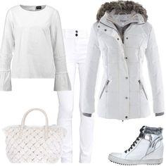 Un look sporty chic completamente bianco neve composto da jeans, modello skinny fit, maglia con scollo tondo, piumino caldo con cappuccio, sneakers alte con zeppa interna e borsa a mano.