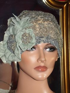 Flapper Hat Cloche Church Daytime 1920 style Personalized Lace SageGrayBrown Headdress Millinery via Etsy. Flapper Hat, Flapper Style, 1920 Style, Vintage Dresses, Vintage Outfits, Vintage Hats, Sombrero A Crochet, 1920s Hats, Types Of Hats