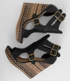 Show front image tribal fashion outfits, fashion shoes, zapatos shoes, women's shoes sandals Pretty Shoes, Beautiful Shoes, Cute Shoes, Me Too Shoes, Dream Shoes, Crazy Shoes, Wedge Shoes, Shoes Heels, Wedge Sandals