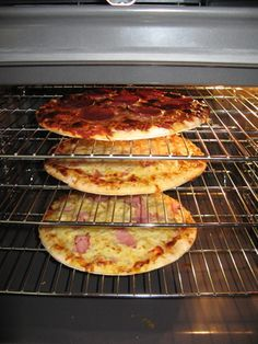 During the course of normal oven cooking, ovens and oven racks become dirty from grease and food particles. These grease and food particles can become baked onto the oven or racks, making them more … Four A Convection, Convection Oven Cooking, Cleaning Oven Racks, Steam Cleaning, Cleaning Tips, Cleaning Products, Cleaning Checklist, Kitchen Cleaning, Organizing Tips