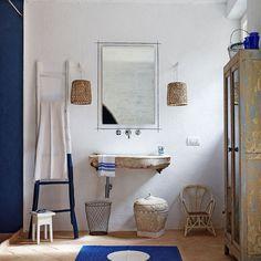 baño rústico con suelo de barro