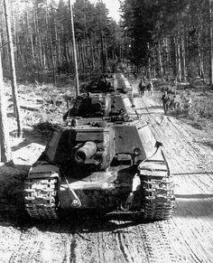 152-мм штурмовая САУ ИСУ-152