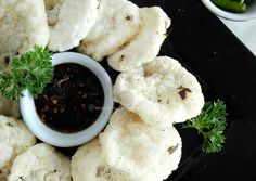 Resep Cireng Salju asli enak (Step by step) oleh Maccby_kitchen Indonesian Desserts, Indonesian Food, Snack Recipes, Cooking Recipes, Snacks, Easy Recipes, Food Plating, Feta, Food To Make