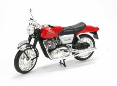 Ex Mag 1:24 Norton 750 Diecast Model Motorcycle J03 This Norton 750 Commando 745cc (1969) Diecast Model Motorcycle is Red and has working wheels and also comes in a display case. It is made by Ex Mag and is 1:24 scale (approx. 8cm / 3.1in long). #ExMag #ModelMotorbike #Norton