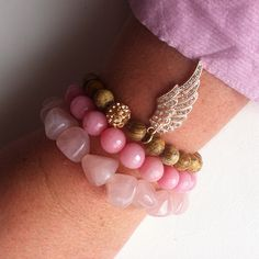 #pulseras para los #viernes, tonos #rosas o azules   www.dlolas.com