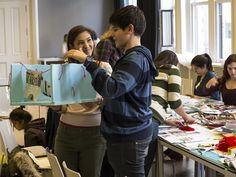 Işık Lisesi öğrencileri, 19 Mart'ta ''1+8'' sergisi kapsamında SALT Galata'da gerçekleştirilen ''Ben Kimim?'' atölyesine katıldılar. Sanatçı Gözde Türkkan tarafından yürütülen atölyede, öğrenciler, aidiyet, sınır ve kimlik kavramlarını tartıştılar ve kendi yaratıcı projelerini ürettiler.