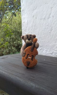 Bear the musician - Needle felted