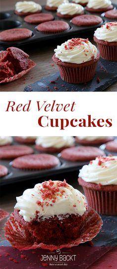 Red Velvet – samtiger Red Velvet-Kuchen mit weißer Schokoladen-Frischkäsecreme.