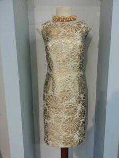 Vestido corto realizado con brocado dorado!  http://www.scalacostura.com #fiesta #madrinas #novias #moda2014 #fashion #moda #dress #partydress #wedding