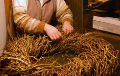 Decorative wicker wreaths Country lust for life Willow Weaving, Basket Weaving, Hobbies And Crafts, Diy And Crafts, Environmental Sculpture, Christmas Diy, Christmas Wreaths, Clothes Pin Wreath, Advent Wreath