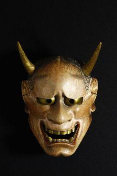Noh mask of hannya 洞白 般若