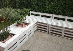 Pallet Planter Wall - Make a really cool planter wall with some adjacent bench seating - #GardenPallets