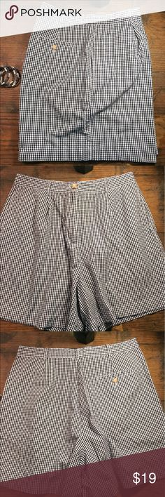 Geoffrey Beene Sport Checked Shorts SIZE 14 Geoffrey Beene Sport Checked Shorts SIZE 14. Classic design. Clean lines. 2 Side Pockets and 1 Back Pocket. Geoffrey Beene Shorts