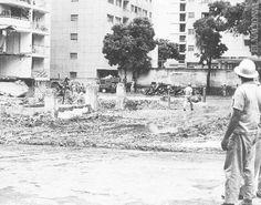 Trabajadores realizan recolección de escombros luego del terremoto en Caracas el 29 de julio de 1967.  (PEDRO GARRIDO / ARCHIVO EL NACIONAL)