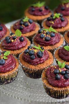 Mustikkamuffinssit / Blueberry cupcakes