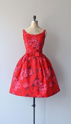 Vintage 1950s red rose print party dress with wide set shoulder straps, bow at fitted waist, princess seamed bodice, full skirt with attached crinoline underneath and metal back zipper. --- M E A S U R E M E N T S ---  fits like: medium bust: 36 waist: 28 hip: free length: 41 brand/maker: n/a condition: excellent  ★ layaway is available for this item  to ensure a good fit, please read the sizing guide: http://www.etsy.com/shop/DearGolden/policy  ✩ more vintage dresses ✩…