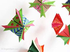 This paper craft is a Modular Star origami, designed by Polo Madueño, and the tutorial by Leyla Torres. There is another version here: Modular Star Origami Origami And Quilling, Origami And Kirigami, Origami Fish, Paper Crafts Origami, Origami Star Instructions, Origami Tutorial, Origami Star Box, Origami Stars, Origami Design