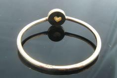 Goldringe - ♥♥♥ 14K Gold Solitärring matte Perle handmade - ein Designerstück von arpelc bei DaWanda