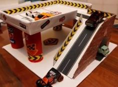 DIY Garage for Hot Wheels or Matchbox sized cars - 11 Dec 2015 Cardboard Car, Cardboard Crafts, Cardboard Playhouse, Cardboard Furniture, Toy Garage, Garage Shop, Kids Garage, Diy Toys Car, Diy Karton