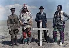 48 Stunning Color Photographs of American Life in the Early Century. American Life, Native American, First Color Photograph, Crow Indians, Funny Today, National Geographic Society, Boy Poses, Gif Of The Day, Vintage Pictures