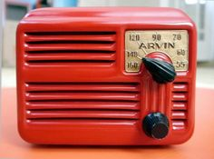 The awesome Arvin 4 tube, steel, post WW2 Midget Radio. From the Doctor Bob's Radios collection.    artdecoradios.com