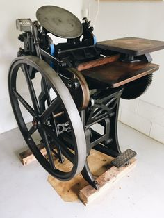 Chandler & Price C&P Letterpress New Style with Treadle Furniture Chases Letterpress Machine, Letterpress Printing, Book Press, Night At The Museum, Printing Press, Book Crafts, Inventions, Letter Press, Stationery