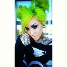 LOVE her hair & her makeup. GORGEOUS - LR