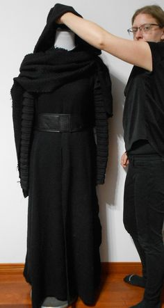 This is a custom made Kylo Ren costume from Star Wars: The Force Awakens (Episode VII). Kylo Ren Costumes, Comic Con Costumes, Star Wars Costumes, Diy Costumes, Cosplay Costumes, Cosplay Ideas, Halloween Costumes, Kylo Ren Lightsaber, Diy Lightsaber