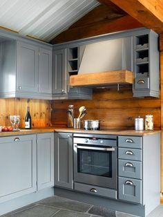 22 Best Farmhouse Kitchen Decor and Design Ideas to Fuel your Remodel Rustic Kitchen Design, Farmhouse Kitchen Decor, Country Kitchen, Kitchen Small, Log Cabin Kitchens, Rta Kitchen Cabinets, Kitchen Backsplash, Küchen Design, Design Ideas