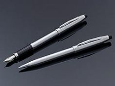 The modern look of chrome is polished into perfection and placed on the slim, smooth-lined profile of the Century II. Enjoy the reliable delivery of ink from the guaranteed Cross mechanism and a totally modern accent to your repertoire. Fountain pen is equipped with a 23k gold plated nib. Make it completely your own with a personalized, fine engraving.