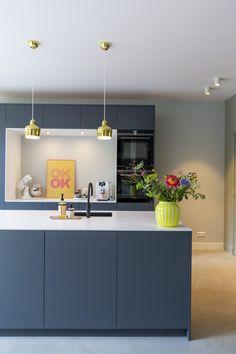 Femkeido | Familiehuis – Leiden Modern Kitchen Design, Interior Design Kitchen, Kitchen Living, New Kitchen, Kitchen Island, Latest Kitchen Trends, Kitchen Board, Kitchen Colors, Kitchen Furniture