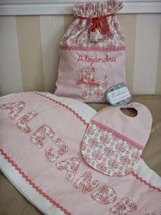 FLORITURAS By Gara: Conjunto para Alejandra Easy Sewing Projects, Sewing Hacks, Baby Applique, New Grandma, Crochet Girls, Cross Stitch Baby, Baby Sewing, Kids Decor, Baby Bibs