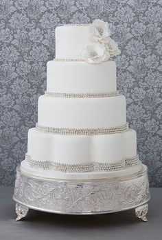 Wedding Cakes that Sparkle | Calligraphy by Jennifer